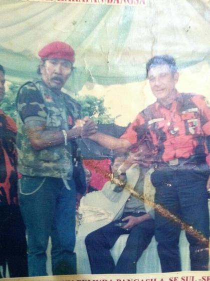 Tata Sariala bersama pimpinan Pemuda Pancasila Yapto SoerjoSoemarno - koleksi Tata Saraila dari @ramabizkid)