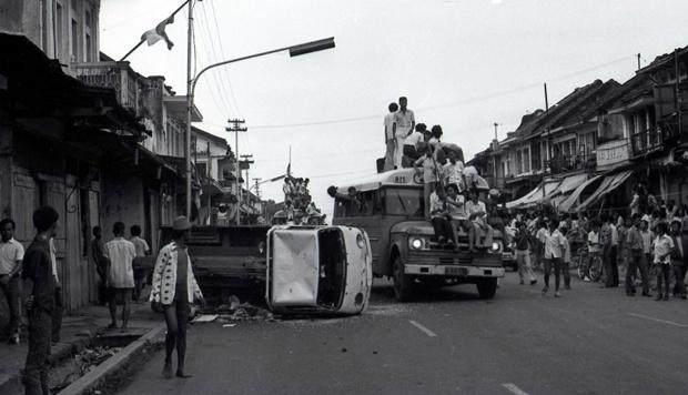 Foto Peristiwa Malari 1974 (sumber: Majalah Tempo)